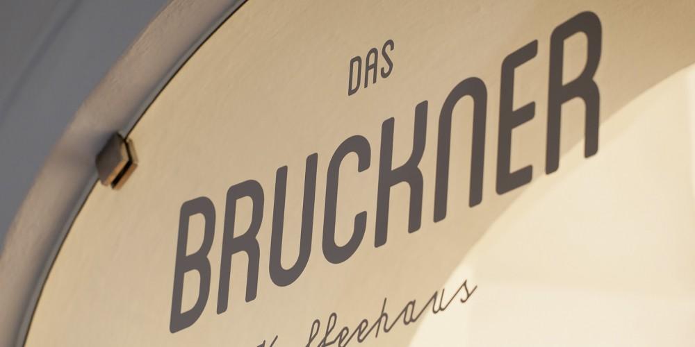 Das-Bruckner-Portfolio_2048
